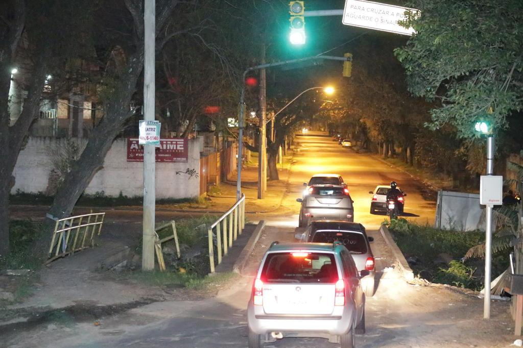 Ponte de mão única prejudica o trânsito Foto: Lauro Alves / Agência RBS